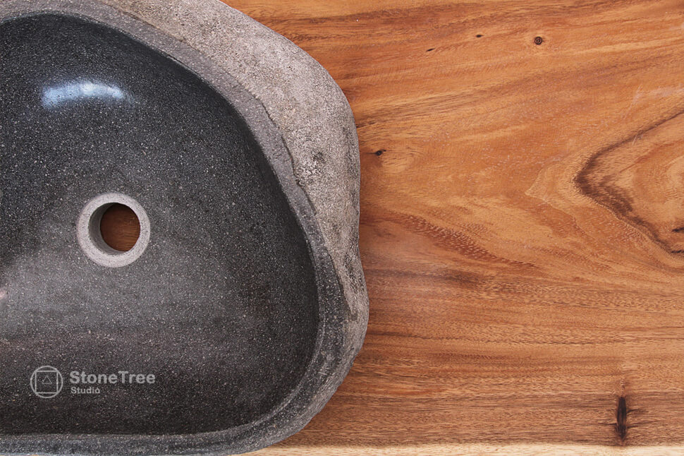 Раковина из речного камня River III